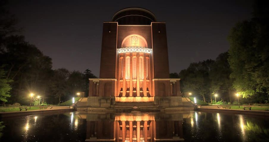 Stadtpark Winterhude HamburgSporthalle Planetarium