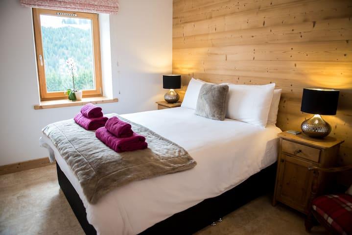 Master bedroom with shower en suite