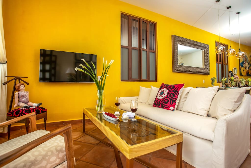 ELOISA. Large split-level Residence on the ground floor of CASA COLIBRÍ's main house. Two bedrooms and open concept living.