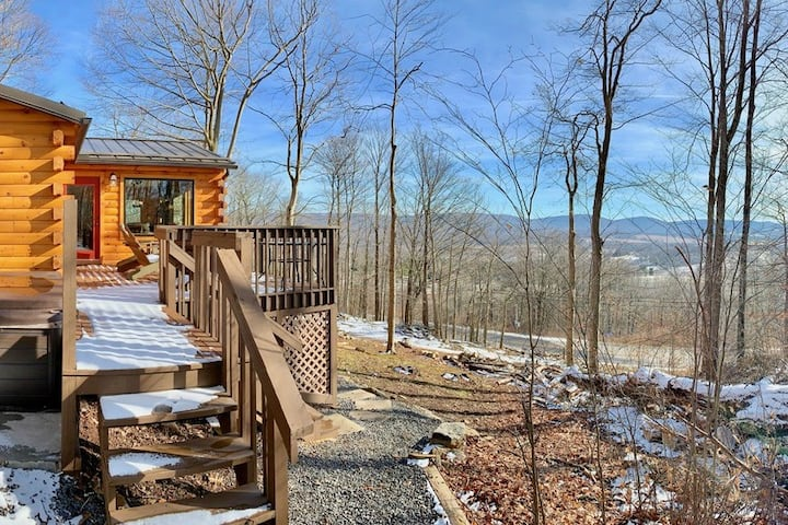 Country Mile - Dog Friendly, Hot Tub, Mountain View, Gas Fireplace