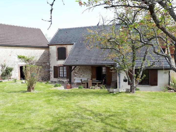 Maison de campagne + jardin au calme en Champagne