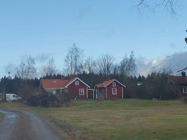 Underbart hus på landet med närhet till motala mm