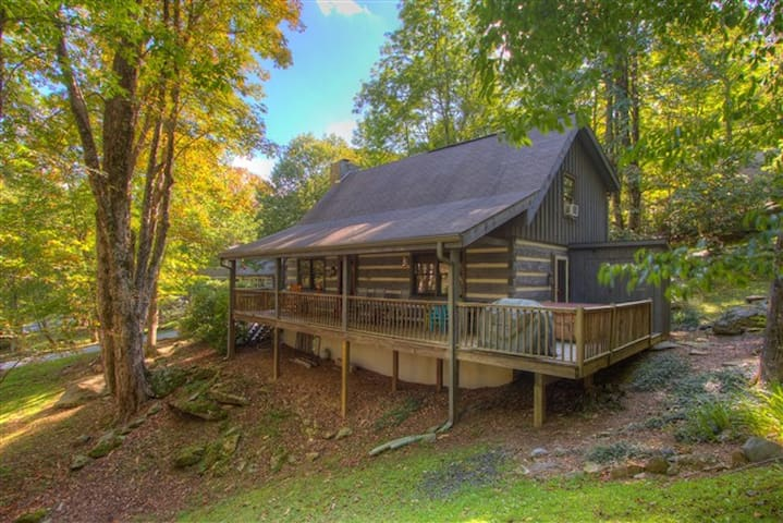 Jaybird Lodge with Hot tub