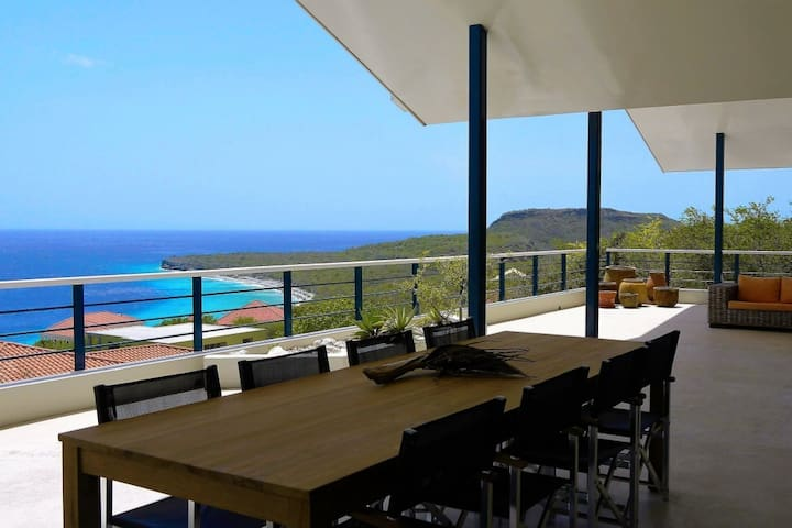 Villa Korsou with spectaculair seaview and pool