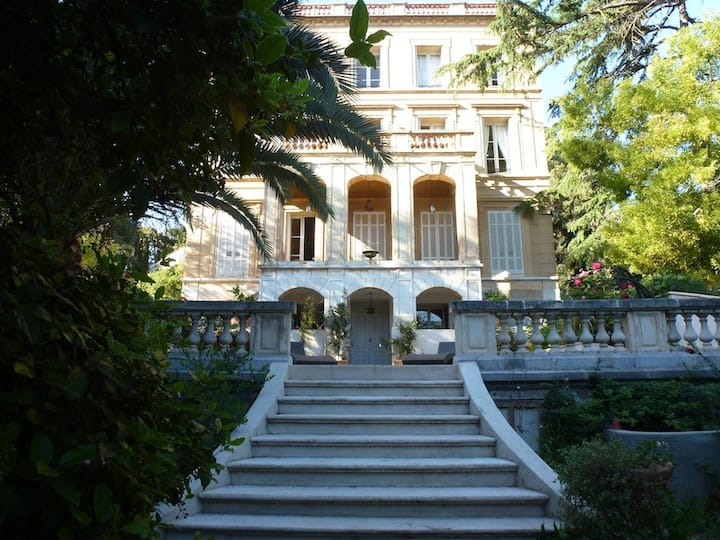 Unique 'palladian villa', 200m from the sea