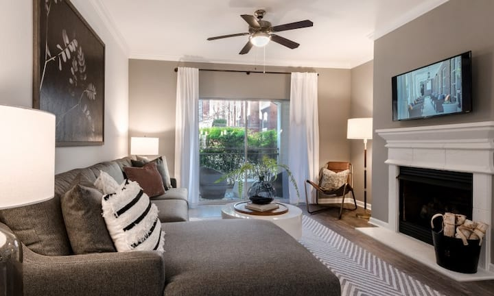 Live + Work + Stay + Easy   1BR in Alexandria