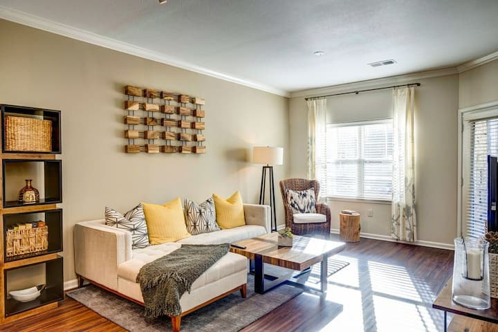 Everything you need | 2BR in Overland Park