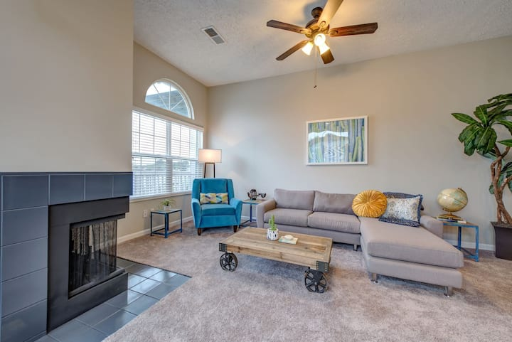 All-inclusive apartment home | 2BR in Indianapolis