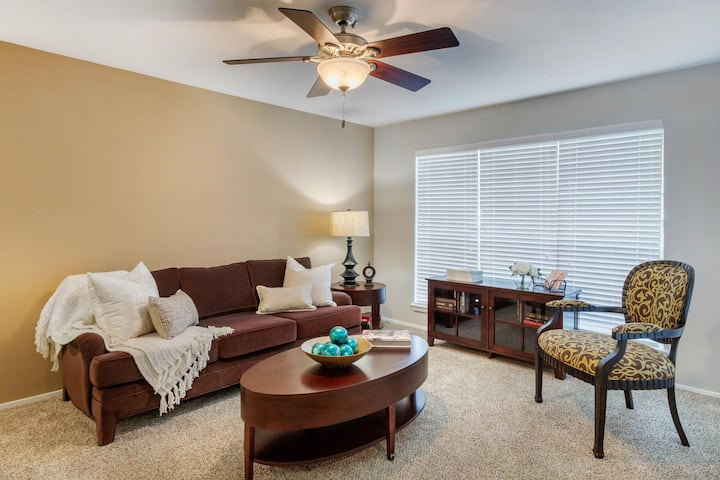 Homey place just for you | 2 BR in Sugar Land