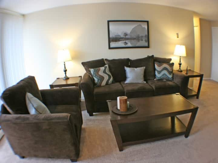 Charming 2BR/1BA apartment in North Olmsted