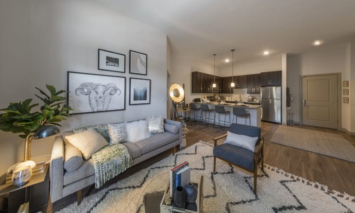 Live + Work + Stay + Easy | 1BR in Melrose
