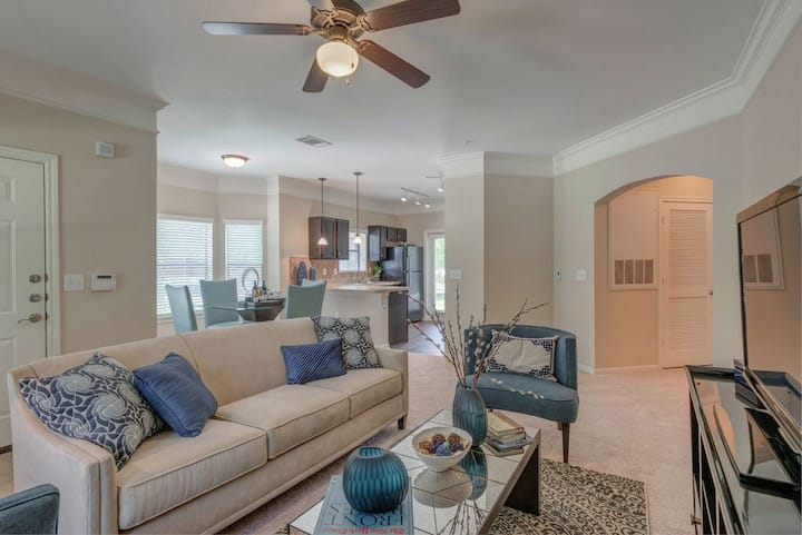Relax in your own apartment home | 2BR in Spring
