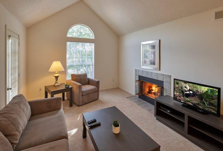 Private 2BR Apt Home in Farmington Hills