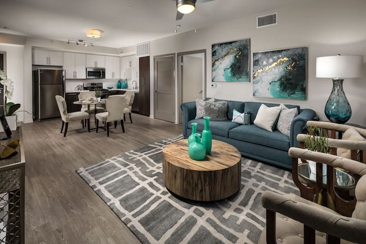 Professionally maintained apt | Studio in Glendale