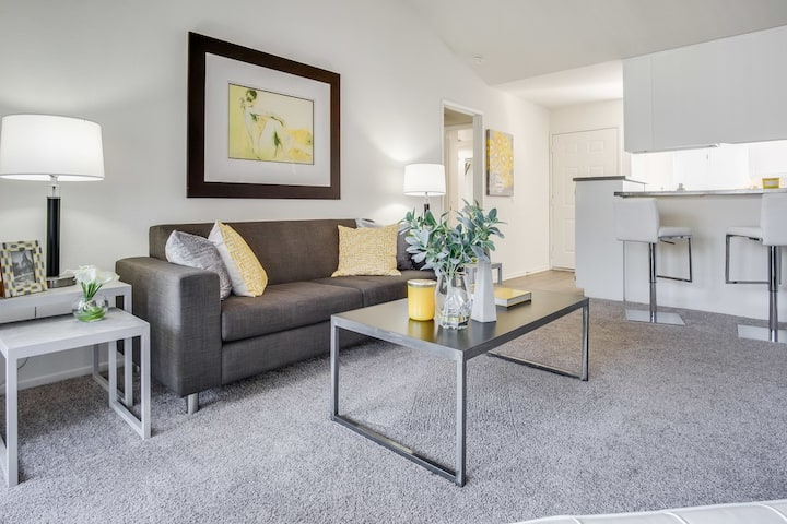 Comfort Abounds at 1BR in South Coast Metro