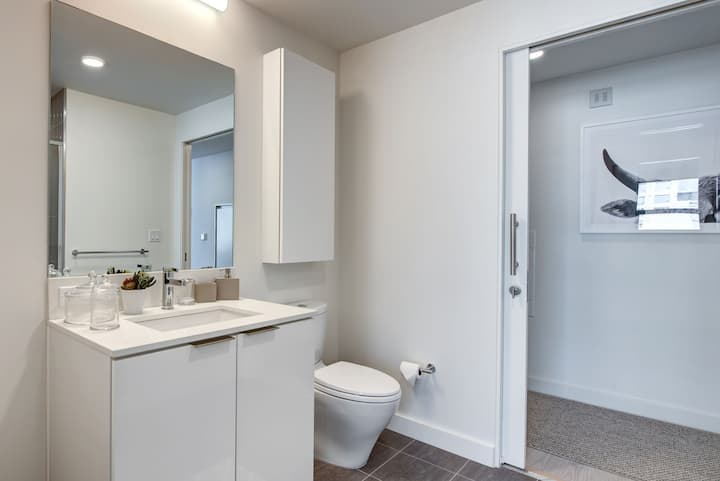 Luxury High-Rise 2BR in Los Angeles