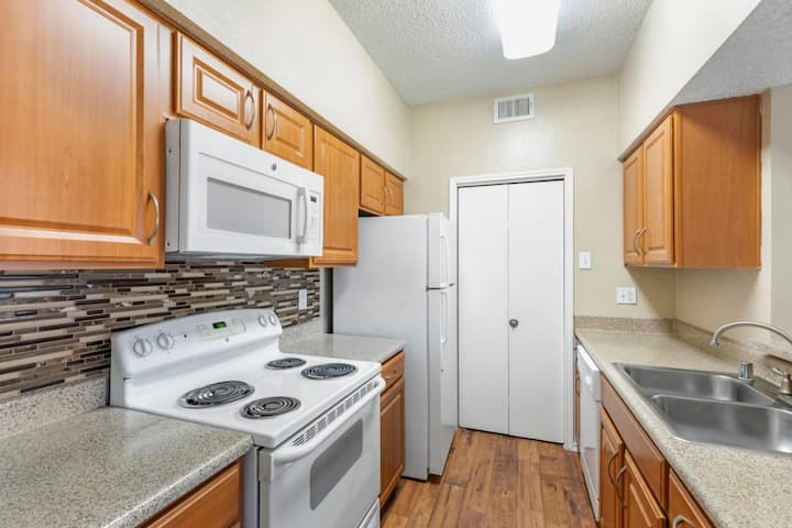 Cozy home away from home | 1 BR in Plano