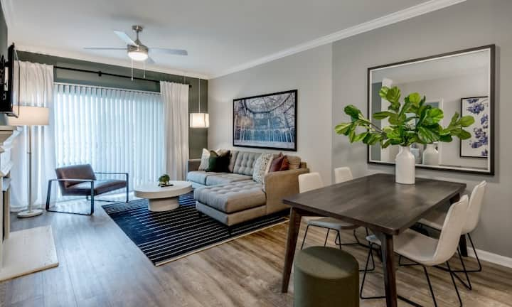Live + Work + Stay + Easy | 2BR in Herndon
