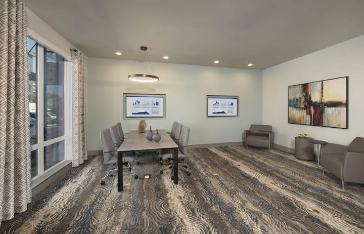A home you will love | 1BR in Addison