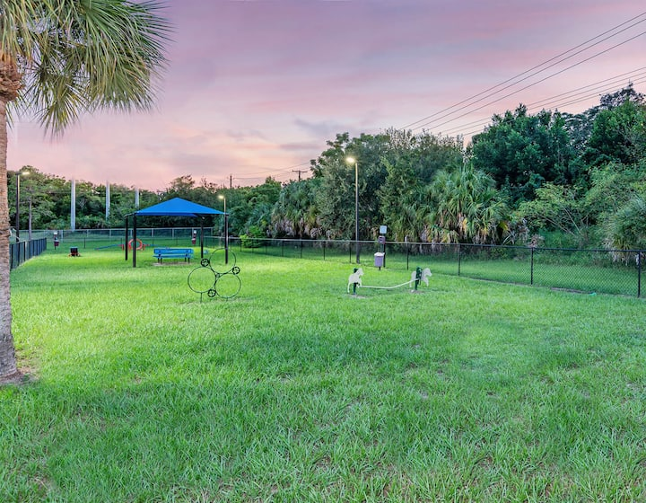 Your home away from home | 2BR in Tampa