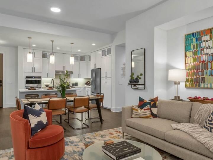 Upscale apartment home   Studio in Denver