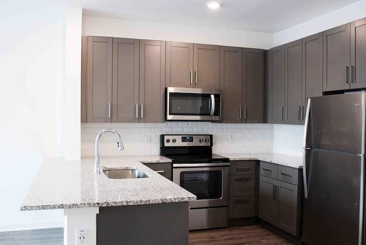 Clean, comfortable apartment | 2BR in Largo