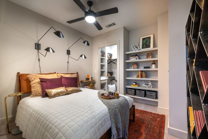 Modern Apartment with Great Ammenities | 2 BR in Dallas