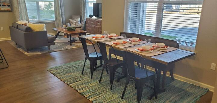 Live + Work + Stay   3 BR in Kansas City