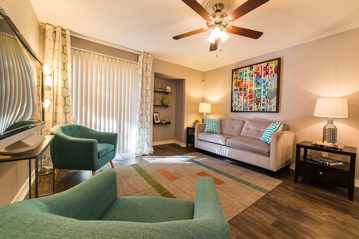 Flexible living at its finest | 2 BR in San Antonio