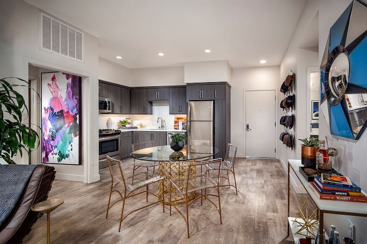 Your unique home away from home   1 BR in Los Angeles