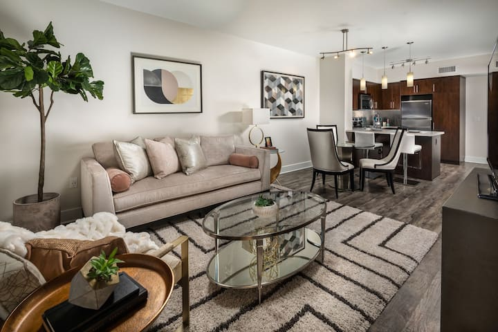 Live + Work + Stay + Easy | 1 BR in Los Angeles
