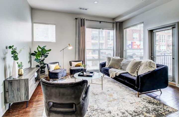 Clean, comfortable apartment   2BR in Denver