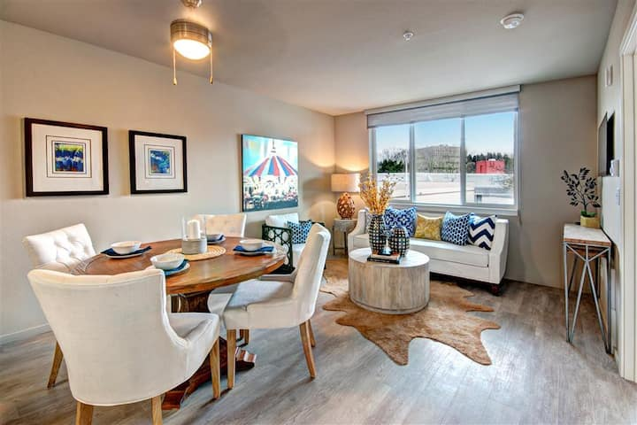 Entire apartment for you   2BR in Renton