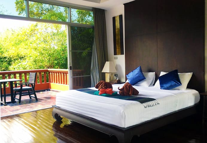Pattaya-Jomtien Beach 4 bedroom BBQ Pool Villa