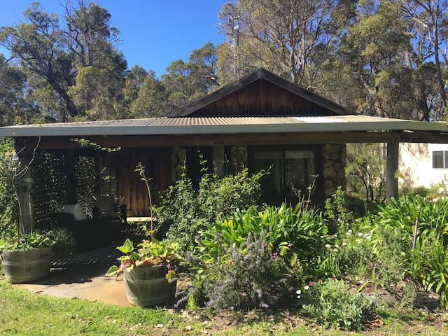Slow Dog House cosy and secluded - Wilyabrup