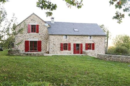 Maison de charme au coeur de l'Aveyron - Vaysse Rodier - 独立屋