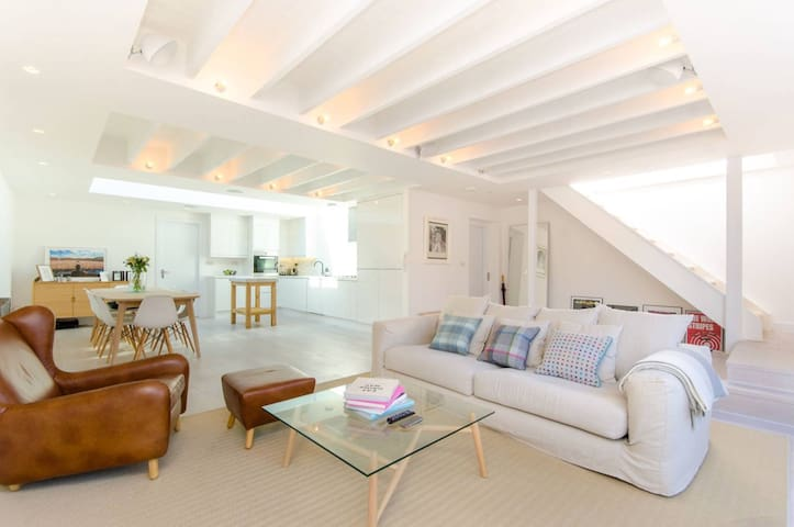 Exceptional 2 Bedroom Penthouse in Shoreditch