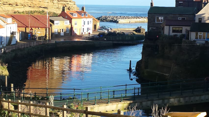 Old Jack's Cottage with a stunning view, Staithes