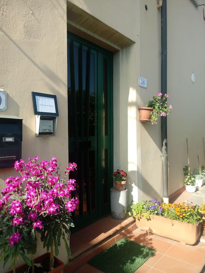 la casa di Pecino in fiore