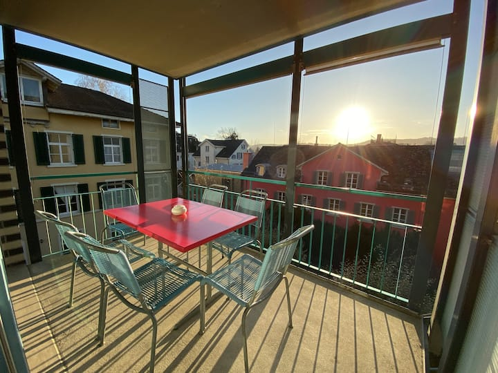 *9MINUTES FROM ZH MAIN STATION* / *SPACIOUS* / *MODERN* / *SURROUNDED BY RESTAURANTS & COFFEES* (A)