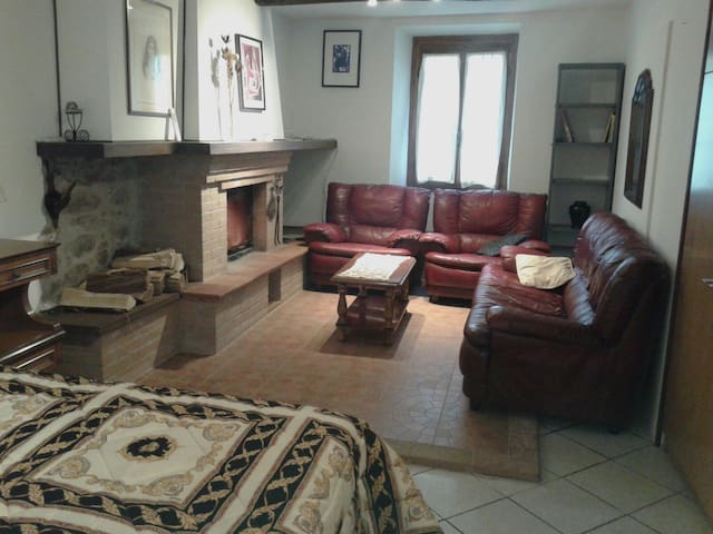 Cozy apartment in the old town-near train station - Bagni di Lucca - Flat