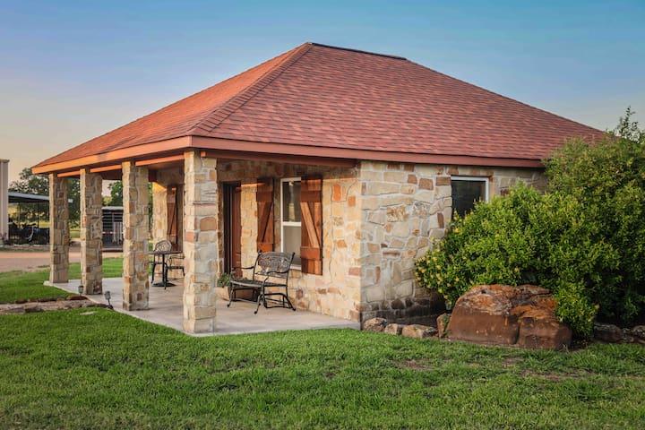 Garden cottage @ Rockin Star Ranch