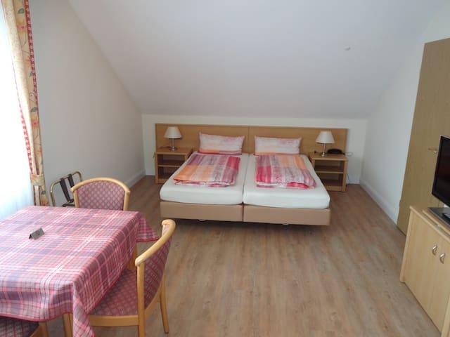 Appartements Leibold (Volkach), Appartement 3 mit Regendusche