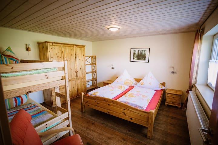 Stixenhof - Ferienwohnung Heidi Nehmeier (Haundorf), Ferienwohnung 2 - Sonnenuntergang und gemütliche Wohnküche