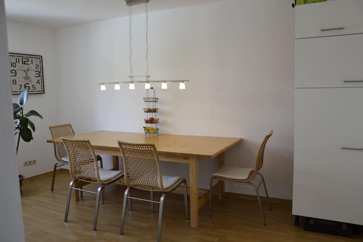 Home close to English Garden, U6 & airport shuttle - Munich - Apartemen