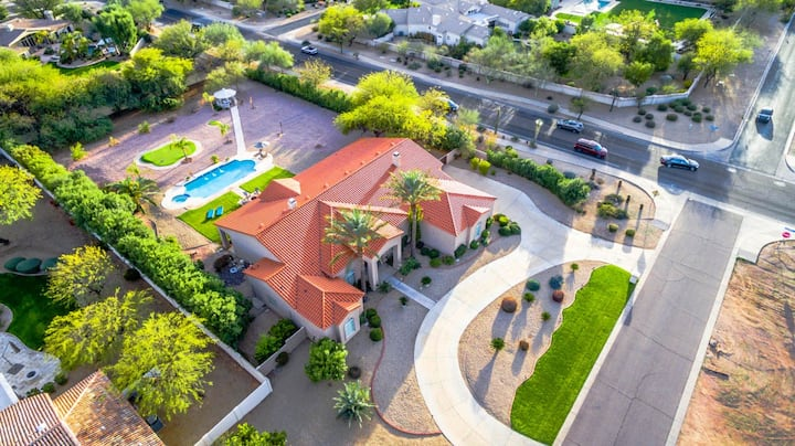 Paradise Valley by AvantStay |Expansive Oasis w/ Putting Green, Pool & Mtn Views
