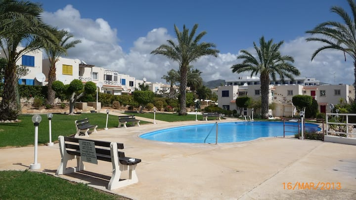 Coral Bay, Paphos 2 bed apartment near sea front