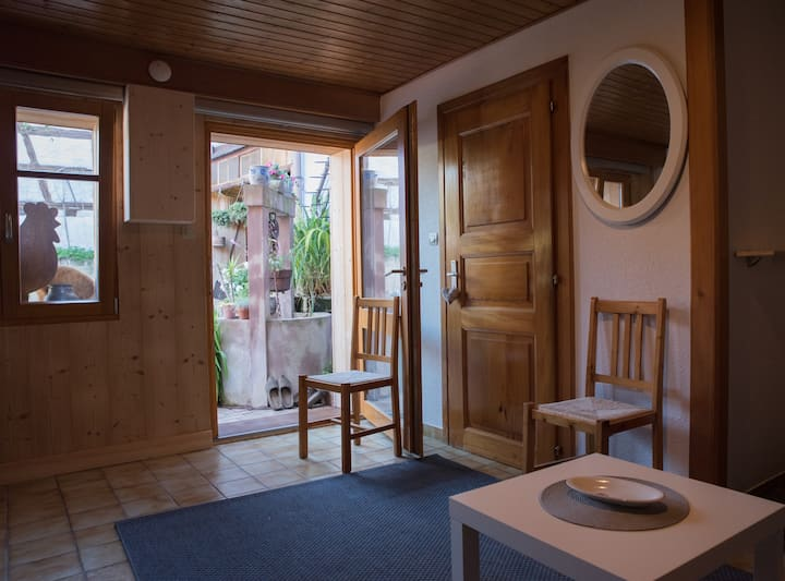 Bouquet-Studio-Traditional-Private Bathroom-Courtyard view