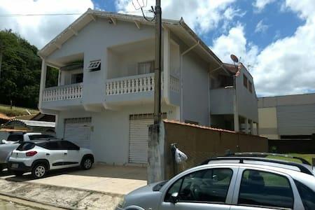 Casa em São Luiz ao lado da área de eventos.