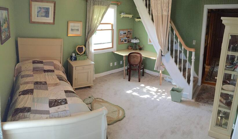West LA  Bedroom Shared Space - Culver City - Hus